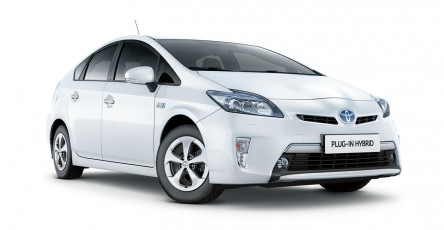 2014-Toyota-Prius-Plug-In-Image-Backgrounds-ubkb0-Free