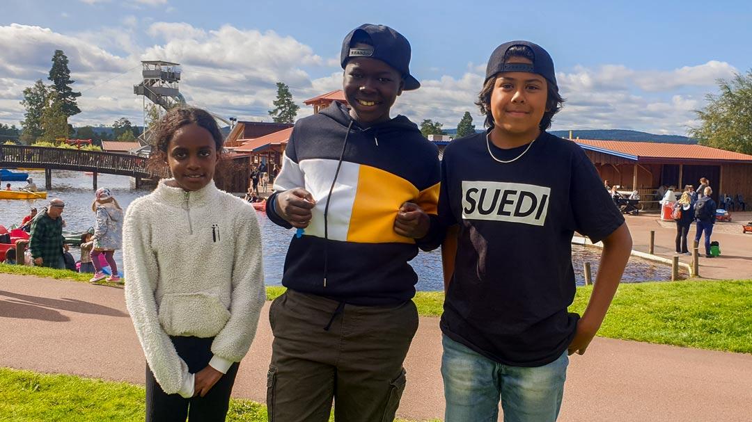 Porträttbild på tre ungdomar på Leksand Sommarland