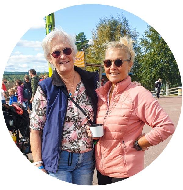 Porträttbild av två kvinnor på Leksand Sommarland